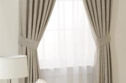 Двухцветные шторы под цвет мебели