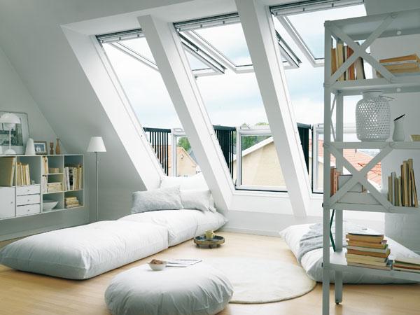 Мансардное окно в доме