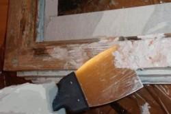 Снятие старой краски с деревянного окна