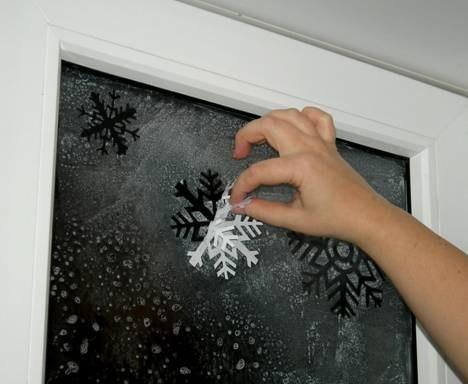 Как украсить окно на новый год 2015 фото своими руками