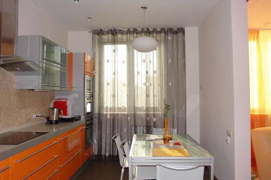 Какую тюль выбрать для кухни с балконом (фото и видео): http://1pooknam.ru/shtory/kakuyu-tyul-vybrat-dlya-kuxni.html