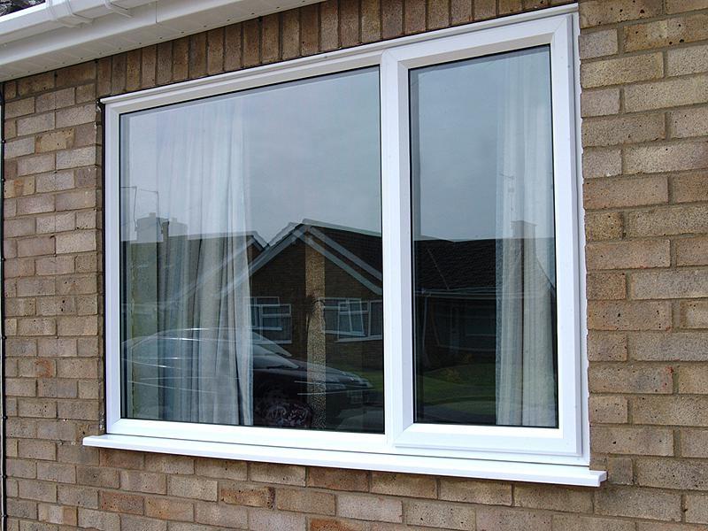 Дом с пластиковым окном